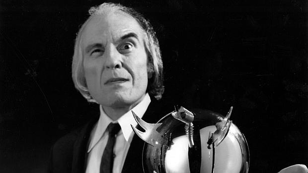 angus scrimm height